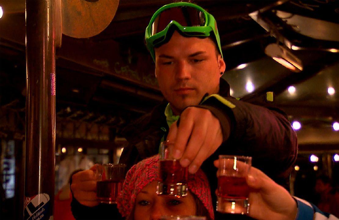Pistenspaß und Après -Ski: Maikiboy (oben) und Bauer (unten) ... - Bildquelle: ProSieben