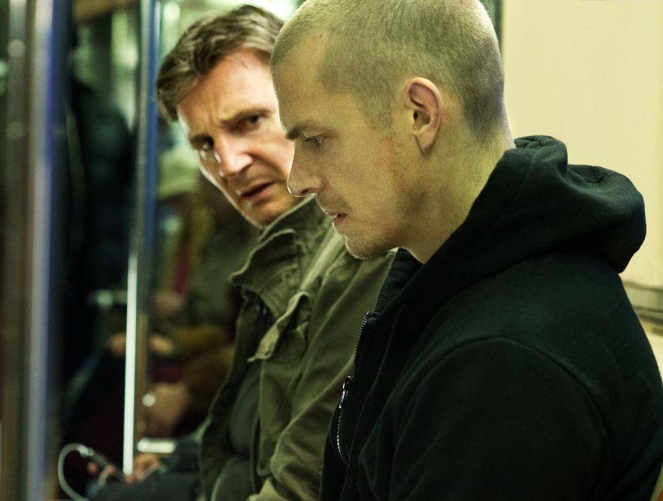 Der mit seiner Vergangenheit hadernde Ex-Profikiller Jimmy Conlon (Liam Neeson, l.) gerät auf die Abschussliste seines besten Freundes, als er desse... - Bildquelle: 2013 Warner Bros.
