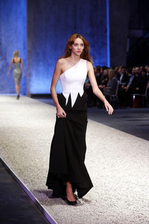 GNTM-Stf10-Epi03-Fashionshow-46-ProSieben-Richard-Huebner - Bildquelle: ProSieben/Richard Huebner