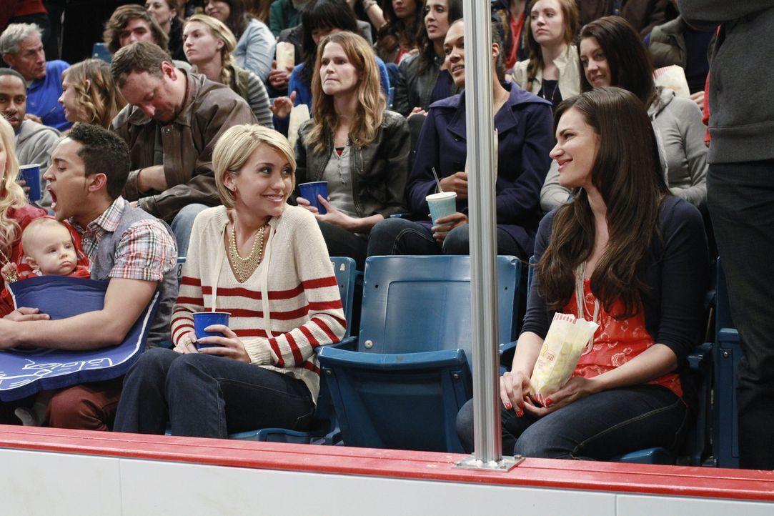 Ben hat sich in Emmas Krankenschwester Cassie (Briana Lane, r.) verliebt. Schon bald knistert es zwischen den beiden - sehr zum Ärger der eifersücht... - Bildquelle: Ron Tom ABC Family