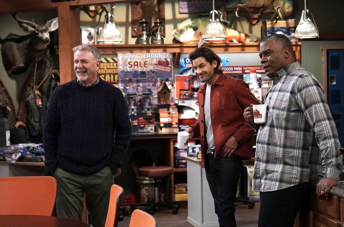 (v.l.n.r.) Paul (Bill Engvall); Ryan Vogelson (Jordan Masterson); Chuck Larabee (Jonathan Adams) - Bildquelle: Michael Becker 2020 Fox Media LLC. / Michael Becker