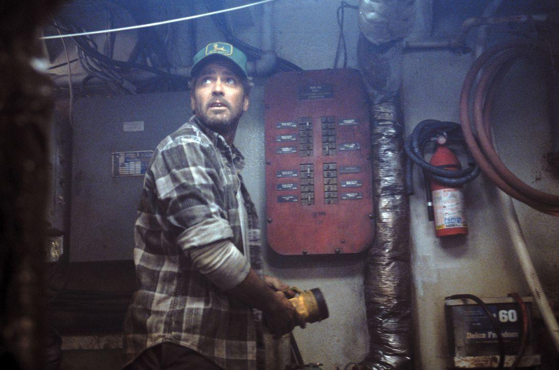 """Nach einer wenig erfolgreichen Fischereisaison fährt Captain Billy Tyne (George Clooney) mit seinem Boot, der """"Andrea Gail"""", noch einmal im Späthe... - Bildquelle: Warner Bros. Pictures"""