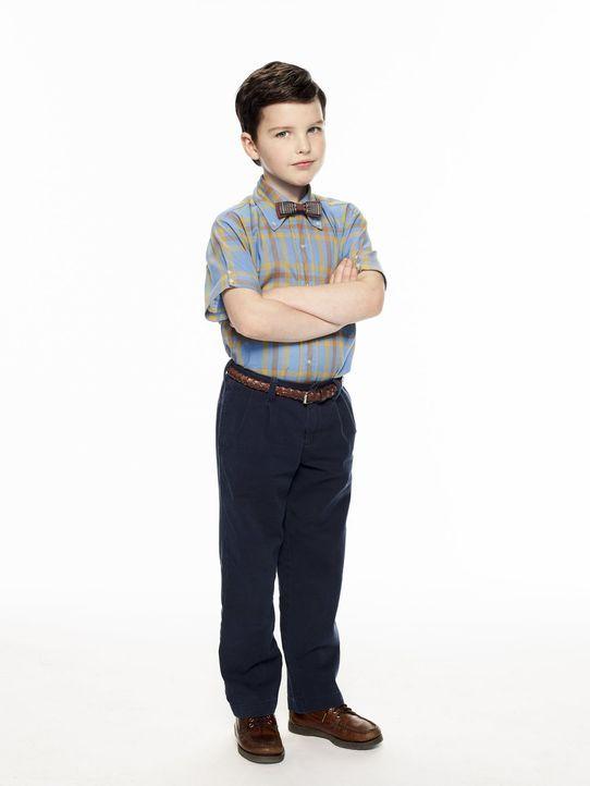 """(1. Staffel) - Der überdurchschnittlich begabte Sheldon (Iain Armitage) hat es nicht einfach, als Genie in Texas bei einer """"normalen"""" Familie aufzuw... - Bildquelle: Warner Bros."""