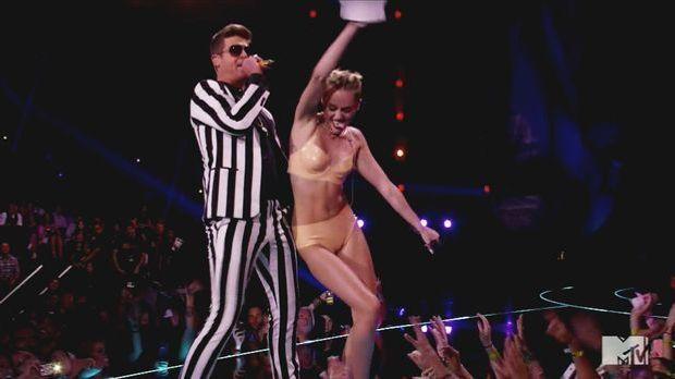 Miley Cyrus sorgt mit ihrem Latex-Auftritt für einen waschechten Skandal.
