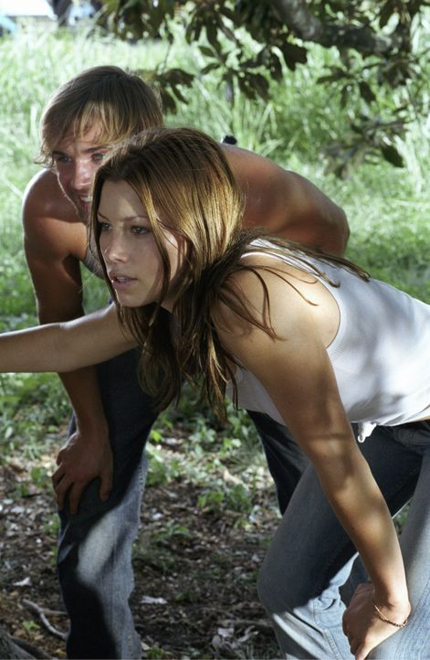 Ahnen nicht, dass sie direkt in eine Falle laufen, aus der es kein Entkommen gibt: Andy (Mike Vogel, l.) und Erin (Jessica Biel, r.)... - Bildquelle: Constantin Film