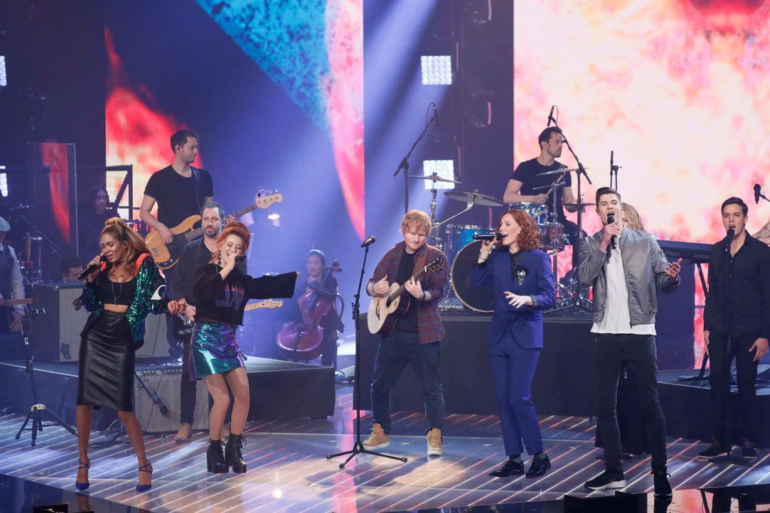 Opening: Die Finalisten und Ed Sheeran_2 - Bildquelle: SAT.1/ProSieben/Richard Hübner