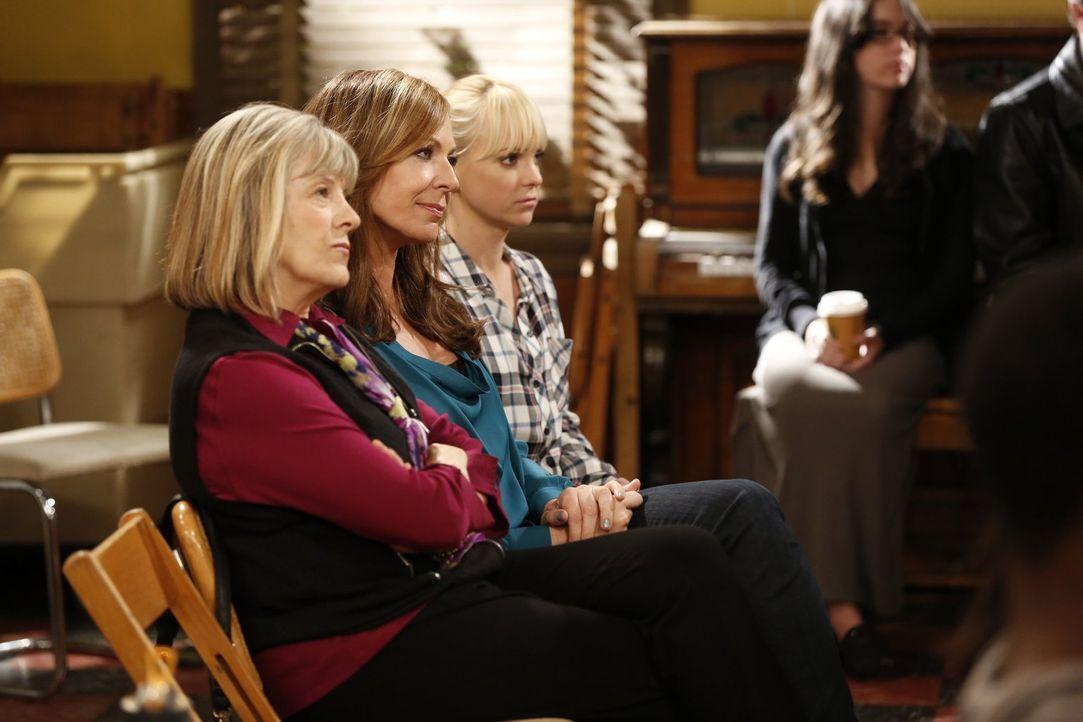Ihr Leben verläuft nicht immer nach Plan: Bonnie (Allison Janney, M.), Christy (Anna Faris, r.) und Majorie (Mimi Kennedy, l.) ... - Bildquelle: Warner Bros. Television