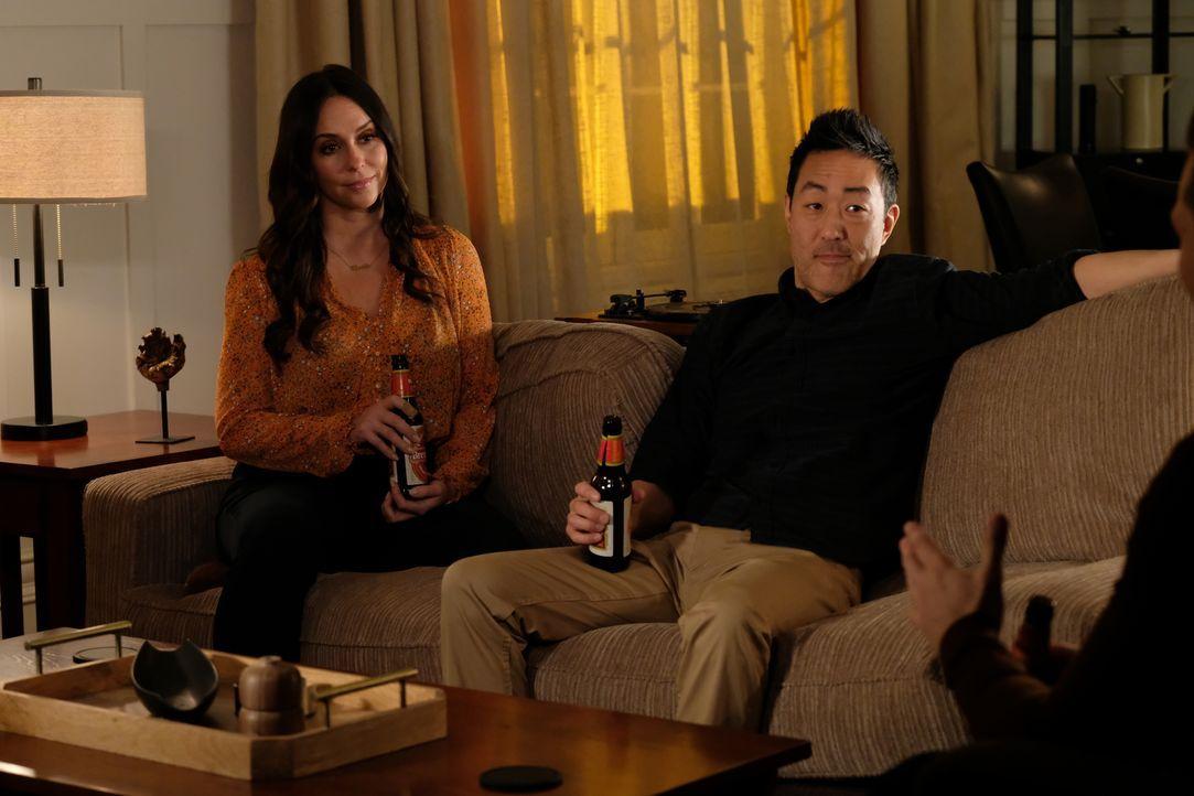 """Maddie Kendall (Jennifer Love Hewitt, l.); Howie """"Chimney"""" Han (Kenneth Choi, r.) - Bildquelle: Jack Zeman 2019-2020 Twentieth Century Fox Film Corporation.  All rights reserved. / Jack Zeman"""