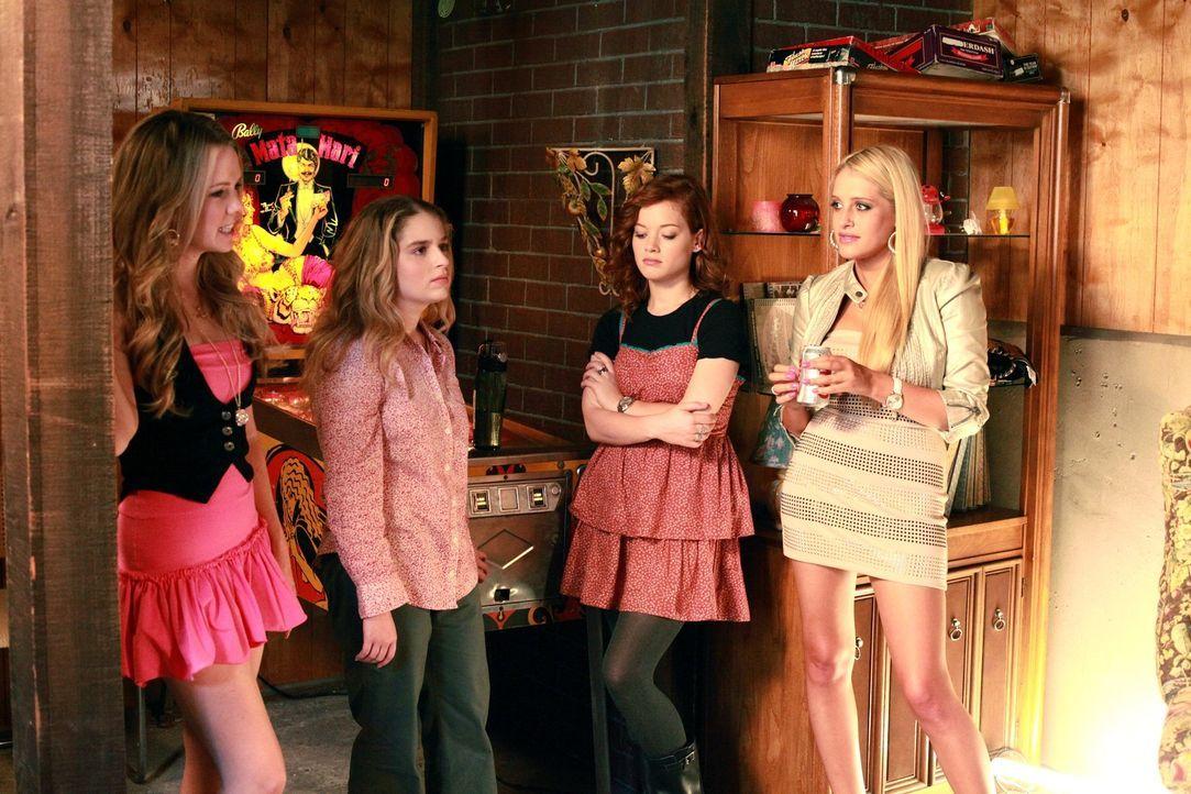 Werden Kimantha (Abbie Cobb, l.), Lisa (Allie Grant, 2.v.l.), Tessa (Jane Levy, 2.v.r.) und Dalia (Carly Chaikin, r.) Freunde werden? - Bildquelle: Warner Bros. Television