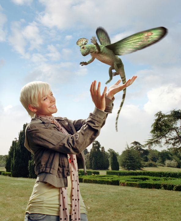 Abby (Hannah Spearritt) findet heraus, dass die Dinosaurier den Kontakt zu Menschen nicht scheuen ... - Bildquelle: ITV Plc