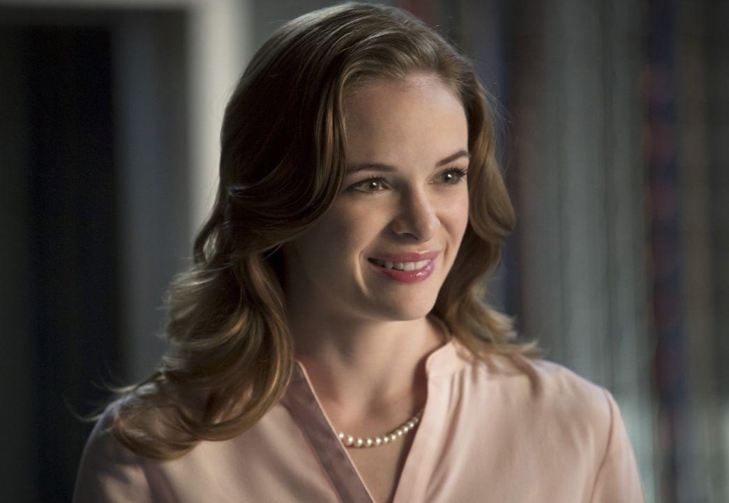 Ahnt noch nicht, dass ihr totgeglaubter Verlobter als Metawesen wieder auftauchen wird: Caitlin (Danielle Panabaker) ... - Bildquelle: Warner Brothers.