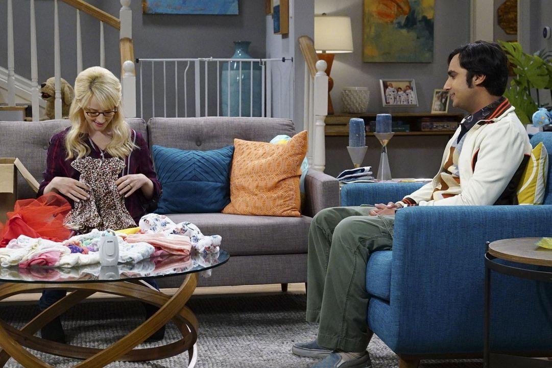 Während Howard mit Sheldon in der Wüste ist, bereiten sich Bernadette (Melissa Rauch, l.) und Raj (Kunal Nayyar, r.) auf deren zweites Kind vor ... - Bildquelle: Warner Bros. Television