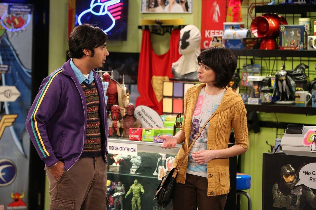 Während die Jungs einen perfekten Valentinstag für ihre Frauen planen, lernt Raj (Kunal Nayyar, l.) im Comicladen Lucy (Kate Micucci, r.) kennen ... - Bildquelle: Warner Bros. Television