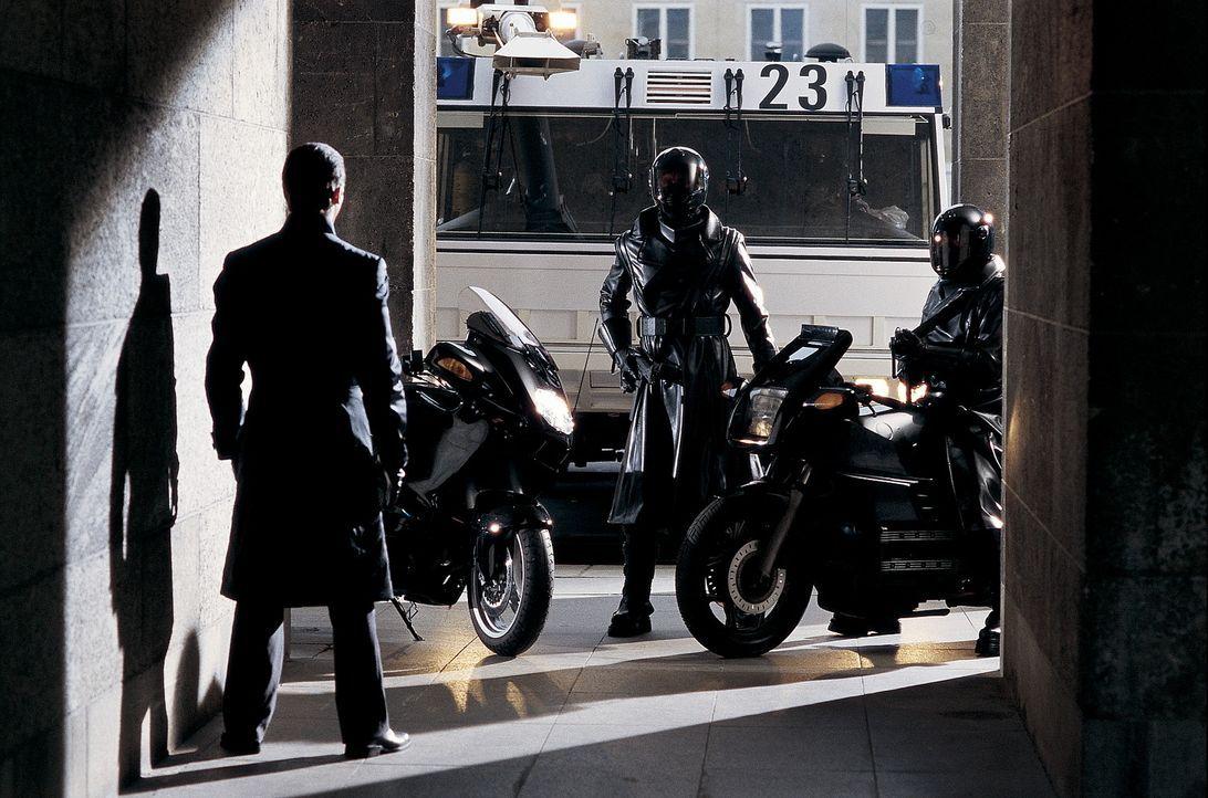 Aus dem ehemaligen Jäger wird ein gnadenlos Gejagter: John Preston (Christian Bale, l.) ... - Bildquelle: Dimension Films