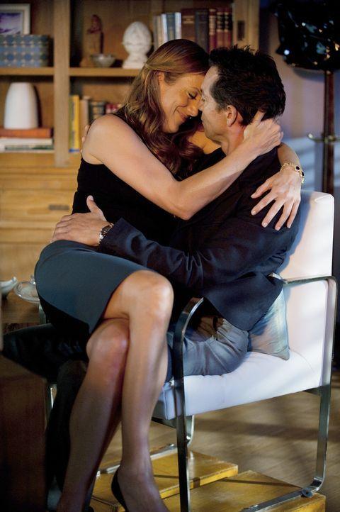 Sind glücklich miteinander: Addison (Kate Walsh, l.) und Jake (Benjamin Bratt, r.) ... - Bildquelle: ABC Studios