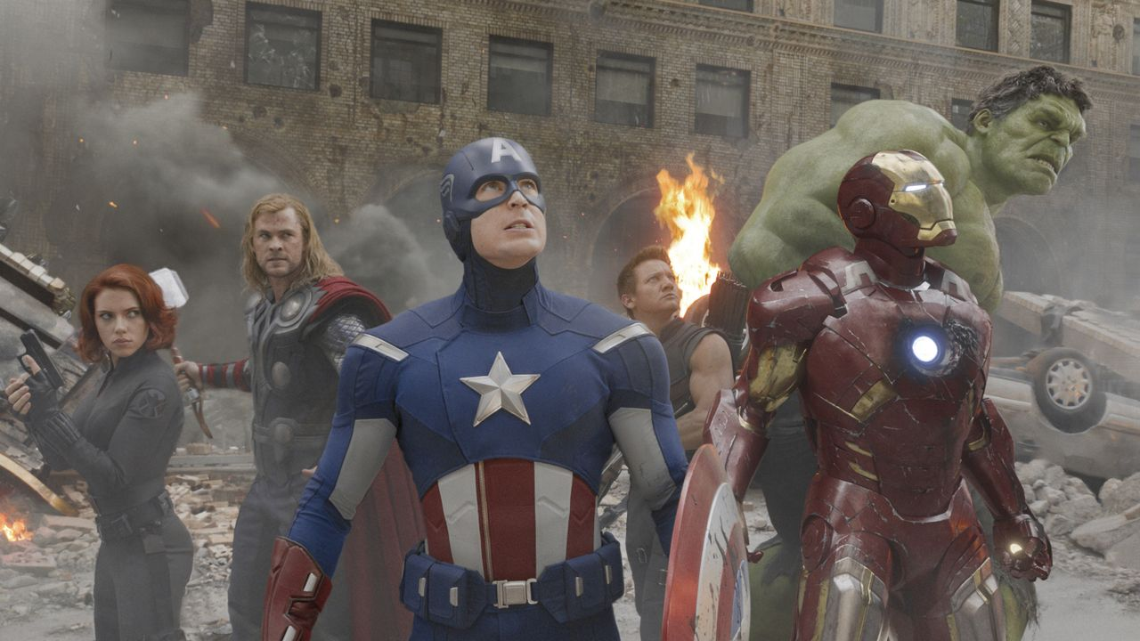 (v.l.n.r.) Natasha Romanoff alias Black Widow (Scarlett Johansson); Thor (Chris Hemsworth); Steve Rogers alias Captain America (Chris Evans); Clint... - Bildquelle: 2012 MARVEL