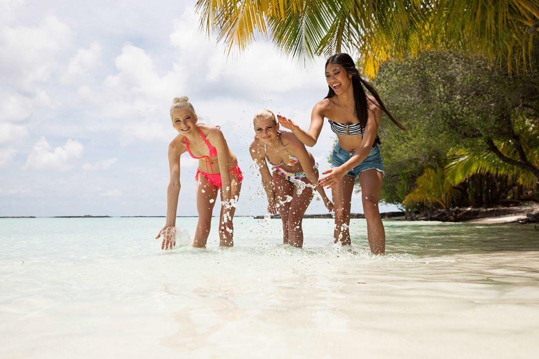 GNTM-Stf10-Epi14-Malediven-Part2-067-Katharina-Darya-Anuthida-Boris-Breuer-TEASER - Bildquelle: Boris Breuer
