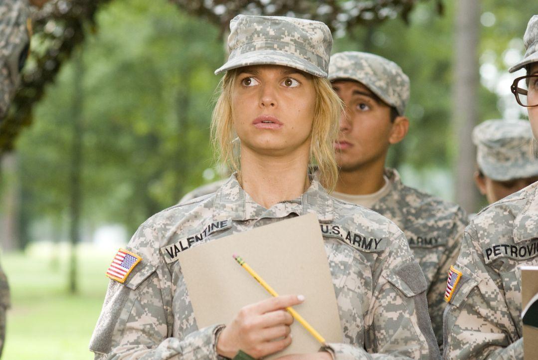 Entsetzt stellt Megan Valentine (Jessica Simpson) fest, dass im Boot Camp ein anderer Ton herrscht als sie normalerweise gewohnt ist ... - Bildquelle: 2007 MAJOR PRODUCTIONS, INC.