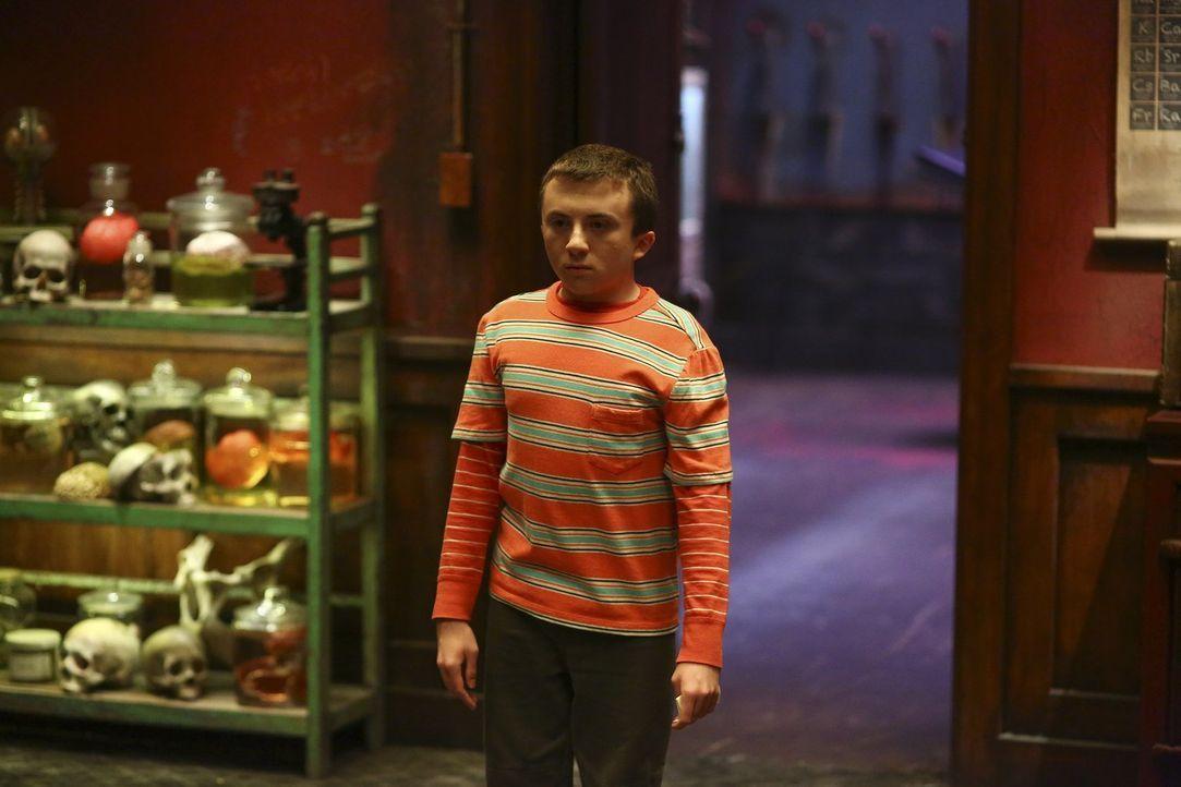 """Bei einem """"Escape Room""""-Spiel trifft Brick (Atticus Shaffer) auf sein vermeintliches Idol ... - Bildquelle: Warner Bros."""