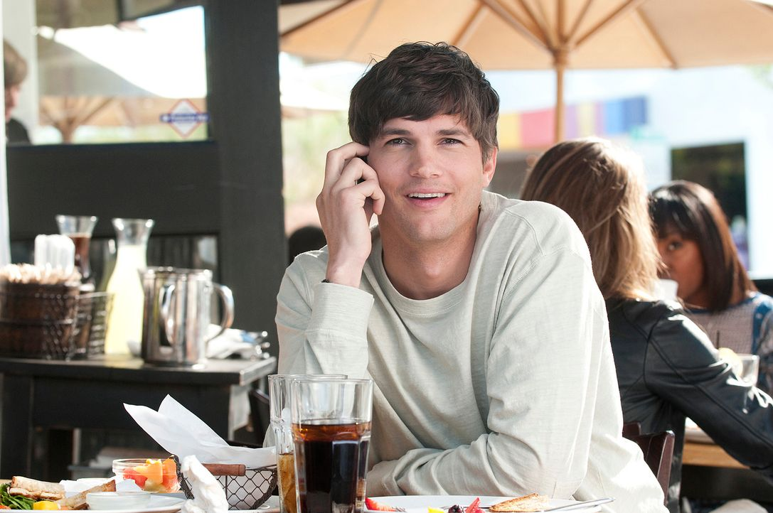 Emma will einfach nur Sex - ohne Frühstück! Für Adam (Ashton Kutcher) scheint der Traum eines jeden Mannes in Erfüllung zu gehen - bis er feststelle... - Bildquelle: Dale Robinette 2011 DW Studios LLC. All Rights Reserved.