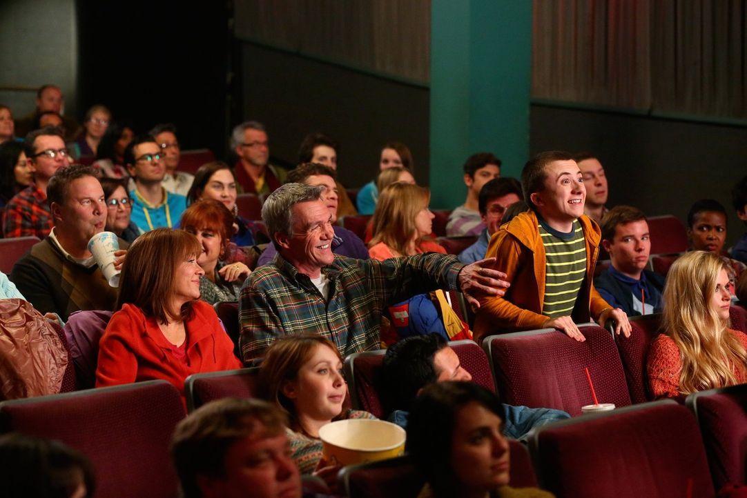 (Mitte v.l.n.r.) Frankie (Patricia Heaton); Mike (Neil Flynn); Brick (Atticus Shaffer) - Bildquelle: Warner Brothers