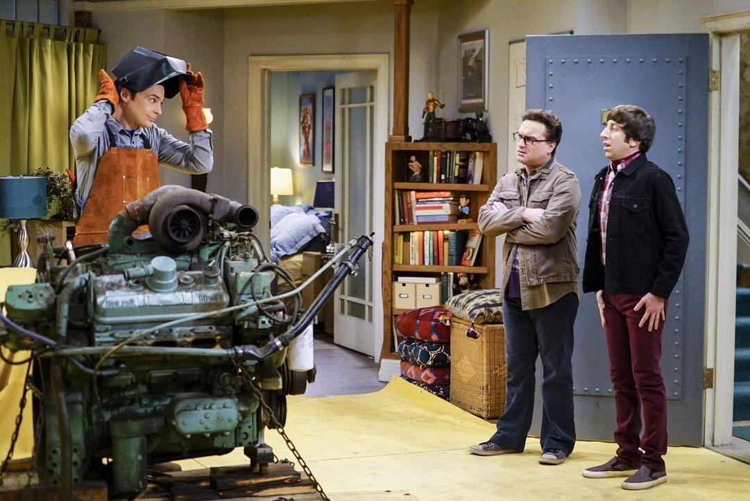 Haben sich Leonard (Johnny Galecki, M.) und Howard (Simon Helberg, r.) etwa ein Eigentor mit ihrem Ablenkungsmanöver für Sheldon (Jim Parsons, l.) g... - Bildquelle: 2016 Warner Brothers