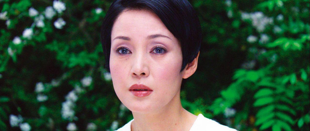 Muss ihren einzigen Sohn in den Krieg gegen hemmungslose Mutanten schicken: Midori Azuma (Kanako Higuchi) ... - Bildquelle: 2004 Casshern Film Partners