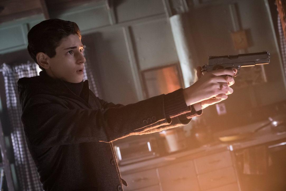 Während sich Bruce (David Mazouz) auf die Suche nach Karen Jennings macht, die das erste Versuchsobjekt von Dr. Strange war, aber gerettet werden ko... - Bildquelle: Warner Brothers