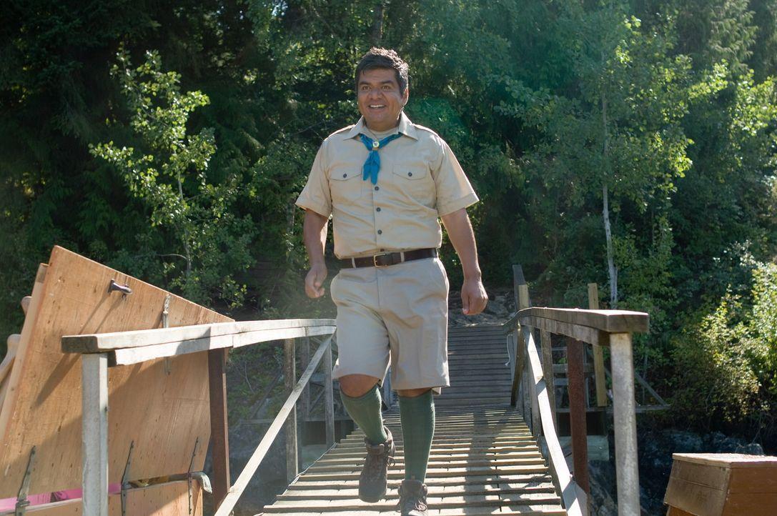 Kaum im Camp angekommen, muss Eddie (George Lopez) erfahren, dass das Lagerleben nicht unbedingt sein Ding ist ... - Bildquelle: 2010 Warner Brothers