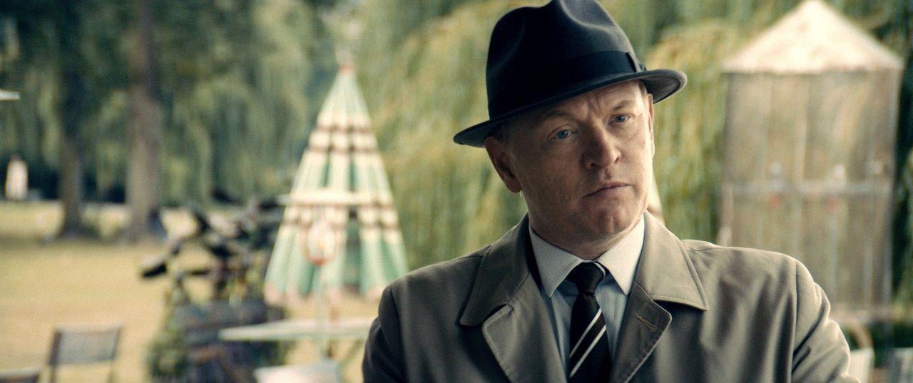 Der CIA-Boss Adrian Sanders (Jared Harris) verdonnert seinen besten Agenten dazu, mit dem besten Agenten des eigentlichen Feindes, einem KGB-Agenten... - Bildquelle: Warner Bros.