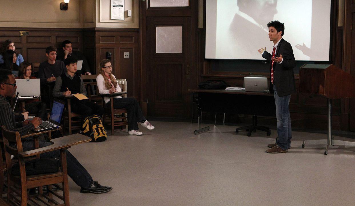 Während Barney ein ganz besonderes Erlebnis hat, klären sich Ted (Josh Radnor, r.), Lily, Robin und Marshall über ihre Bildungslücken im Leben a... - Bildquelle: 20th Century Fox International Television