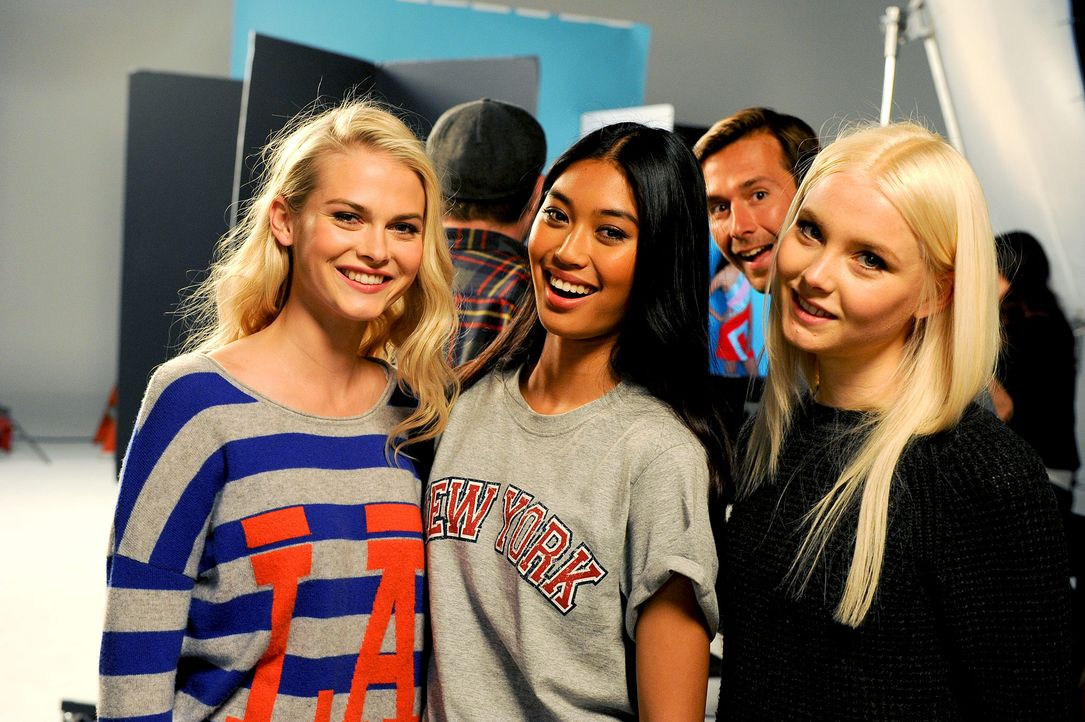 GNTM-Stf10-Epi14-Cosmo-Cover-Shooting-040-ProSieben-Micah-Smith-TEASER - Bildquelle: ProSieben/ Micah Smith