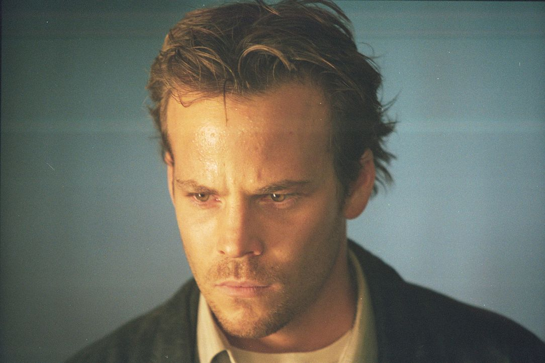 Lauert der Internet-Tod auch auf Mike (Stephen Dorff)? - Bildquelle: 2003 Sony Pictures Television International. All Rights Reserved.