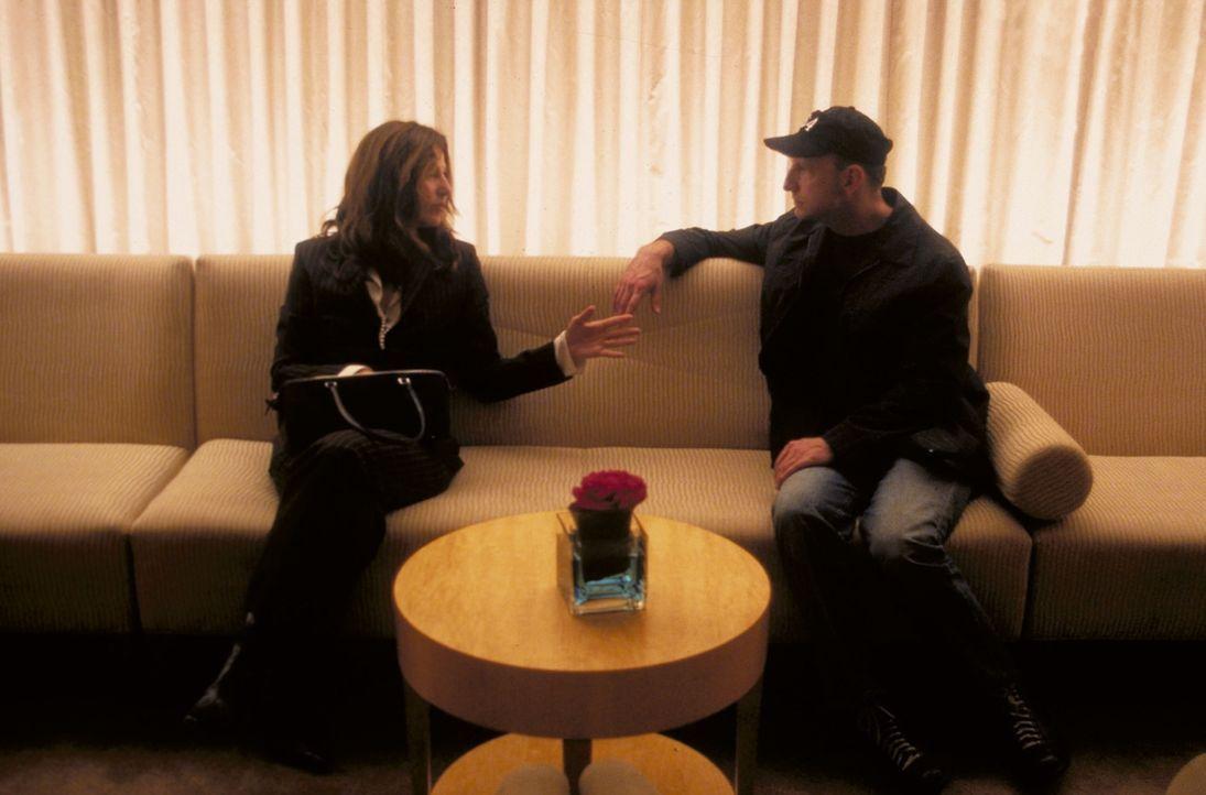 Regisseur Steven Soderbergh (r.) im Gespräch mit Hauptdarstellerin Catherine Keener (l.) - Bildquelle: Miramax