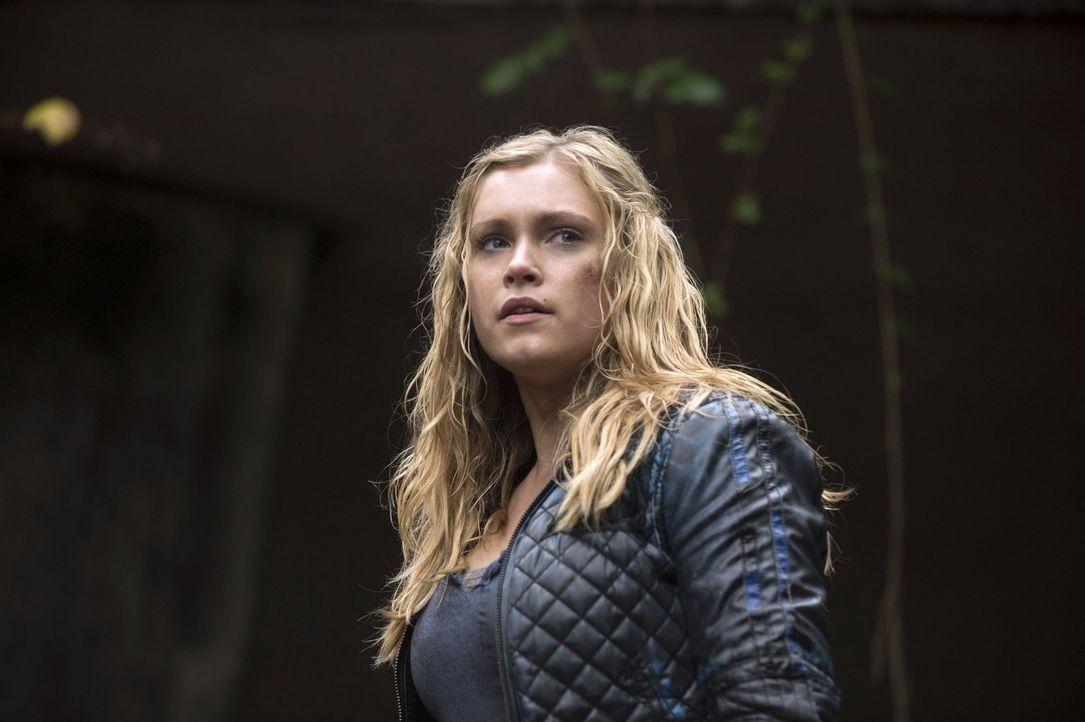 Ein neuer Feind bringt Clarke (Eliza Taylor) und Lexa in Lebensgefahr ... - Bildquelle: 2014 Warner Brothers