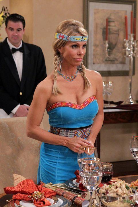 Lädt zum Thanksgiving-Essen ein: Dallas (Cheryl Hines) ... - Bildquelle: Warner Bros. Television