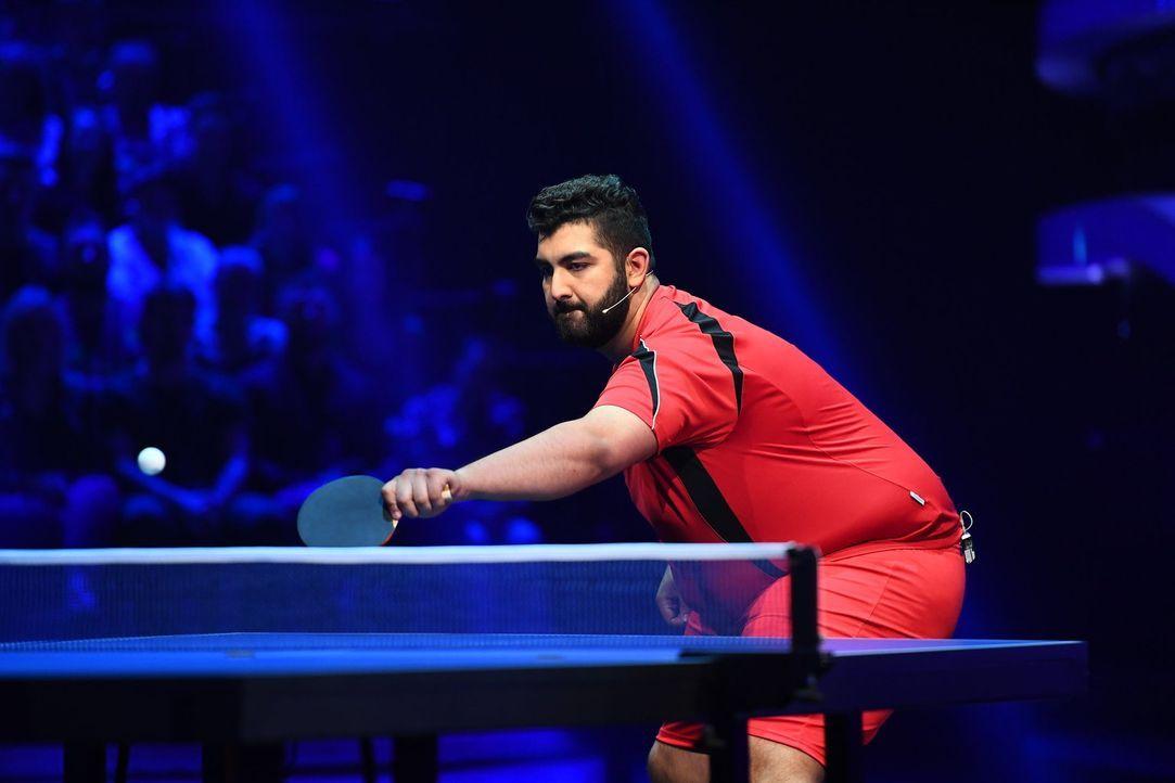 Höchste Konzentration. Faisal Kawusi will seinen Kontrahenten beim Tischtennis in die Knie zwingen. - Bildquelle: Willi Weber ProSieben/Willi Weber