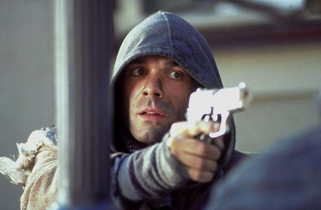 Ben Wildmann (Hannes Jaenicke) werden eine Millionen Mark in Aussicht gestellt, wenn er ein neues, hochmodernes Sicherheitssystem testet. Doch Ben m... - Bildquelle: Frank Lemm ProSieben