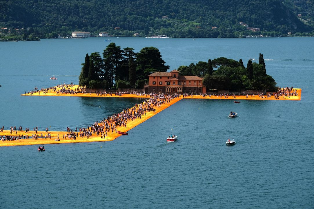 The Floating Piers, Iseosee, 2016 - Bildquelle: picture alliance / dpa   Michael Kappeler