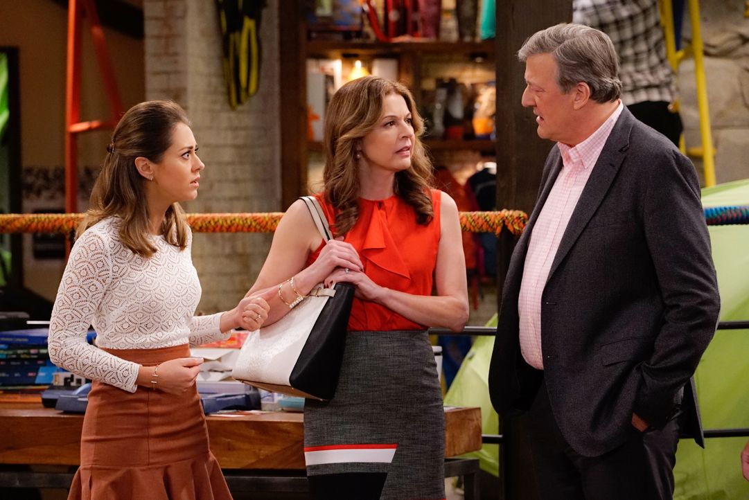 (v.l.n.r.) Sheryl (Jane Leeves); Brooke (Susannah Fielding); Roland (Stephen Fry) - Bildquelle: Cliff Lipson 2016 CBS Broadcasting, Inc. All Rights Reserved. / Cliff Lipson