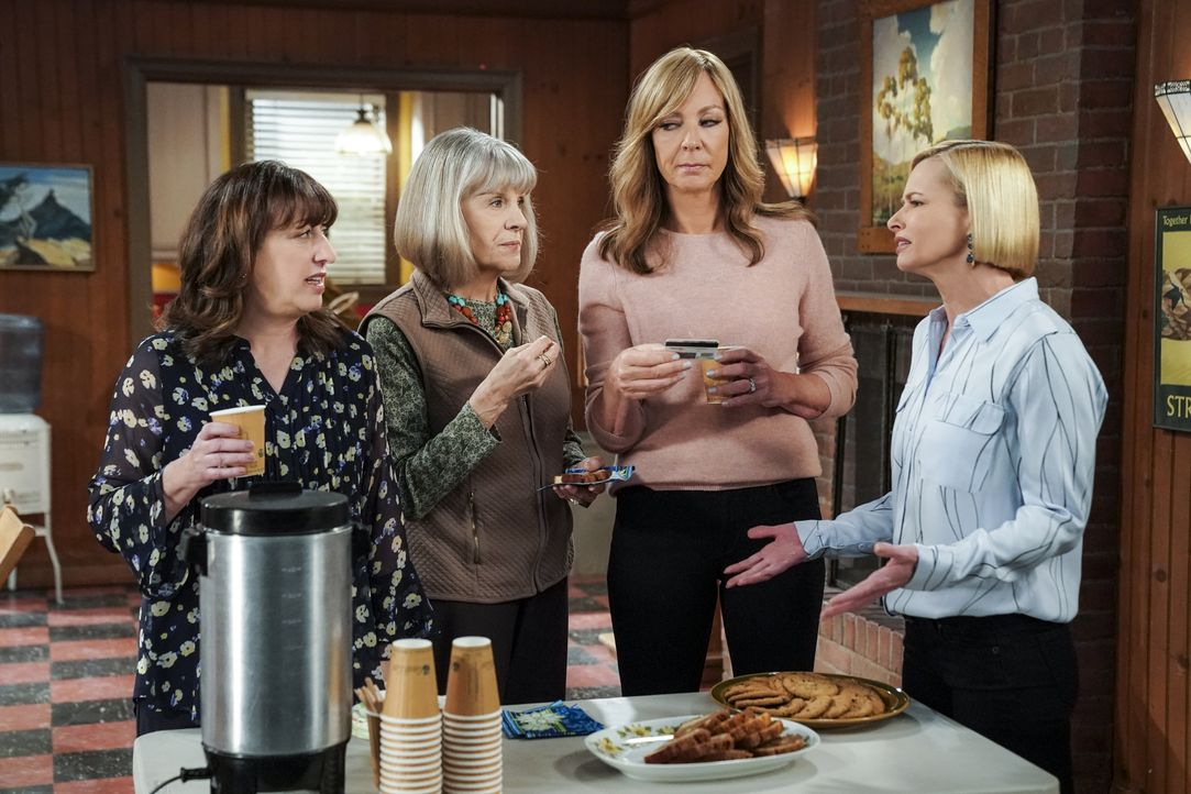(v.l.n.r.) Wendy (Beth Hall), Marjorie (Mimi Kennedy), Bonnie (Allison Janney), Jill (Jaime Pressly) - Bildquelle: Warner Bros. Entertainment, Inc.