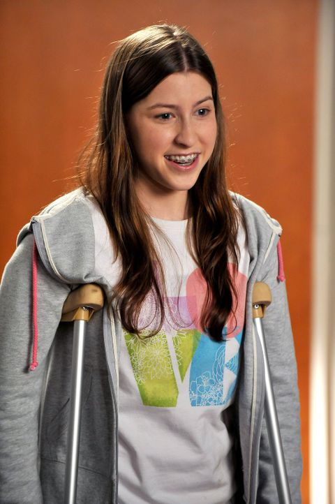 Beim Elternabend stellt sich heraus, dass keiner ihrer Lehrer überhaupt realisiert, dass Sue (Eden Sher) in ihrer jeweiligen Klasse ist ... - Bildquelle: Warner Brothers