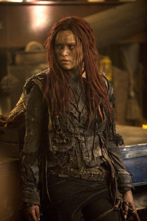 Wo soll Clarke (Eliza Taylor) noch hin und wem kann sie noch trauen, nachdem sie erkennt, dass auf sie ein Kopfgeld ausgesetzt wurde? - Bildquelle: 2014 Warner Brothers