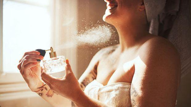An welchen Körperstellen hält der Parfumduft besonders lange an? Wir haben di...