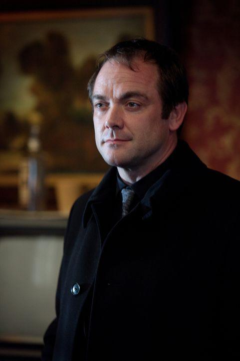 Eigentlich will Crowley (Mark Sheppard) sein erschlichenes Eigentum nie wieder hergeben, aber nicht jeden Deal kann er ablehnen ... - Bildquelle: Warner Bros. Television