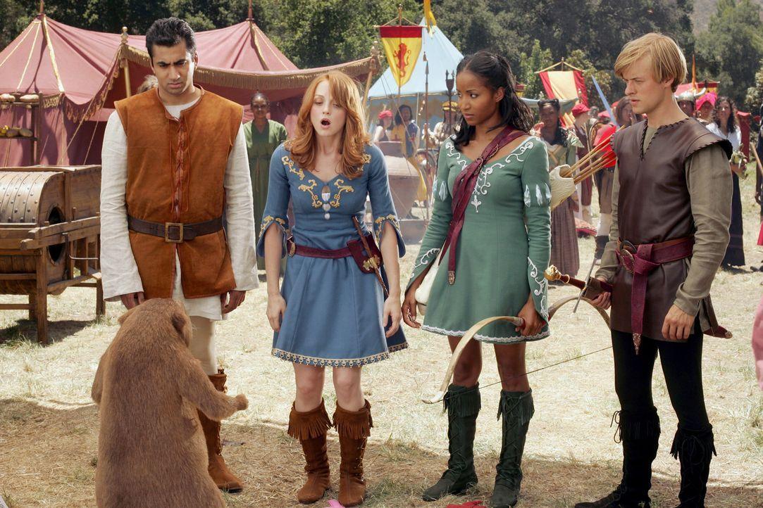 Kämpfen gegen die Weiße Schlampe und für ein Leben im Königreich Gnarnia: Edward (Kal Penn, l.), Lucy (Jayma Mays, 2.v.l.), Susan (Faune Chamber... - Bildquelle: Twentieth Century-Fox Film Corporation
