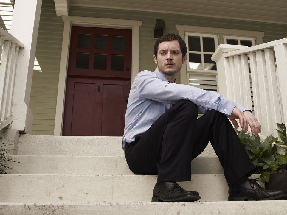 (1. Staffel) - Ryan (Elijah Wood) ist entschlossen, seinen lange geplanten Selbstmord endlich durchzuführen - bis er den Hund seiner Nachbarin triff... - Bildquelle: 2011 FX Networks, LLC. All rights reserved.