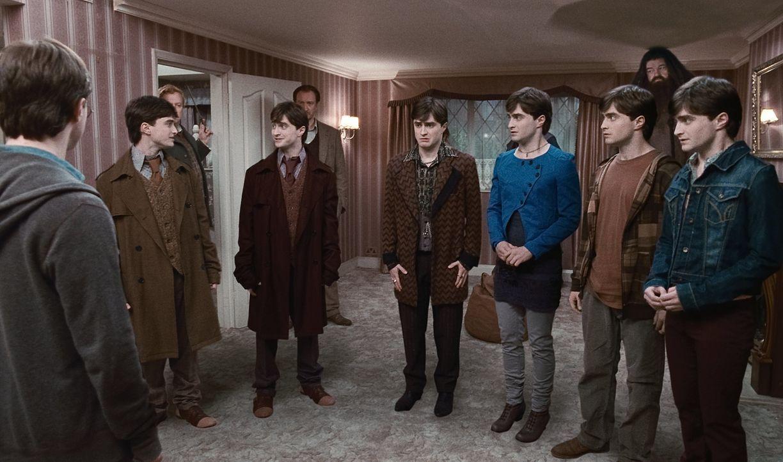 Wird es (Mitte v.l.n.r.) George, Fred, Mundungus Fletcher, Fleur, Ron und Hermine (alle Daniel Radcliffe) gelingen, die Todesser mit Hilfe eines Vie... - Bildquelle: 2010 Warner Bros.