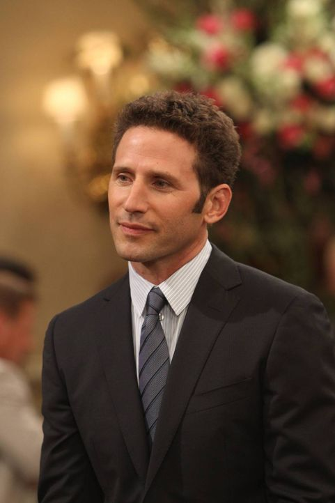 Ist Simon (Mark Feuerstein) der perfekte Mann für Kate? - Bildquelle: 2013 CBS Broadcasting, Inc. All Rights Reserved.