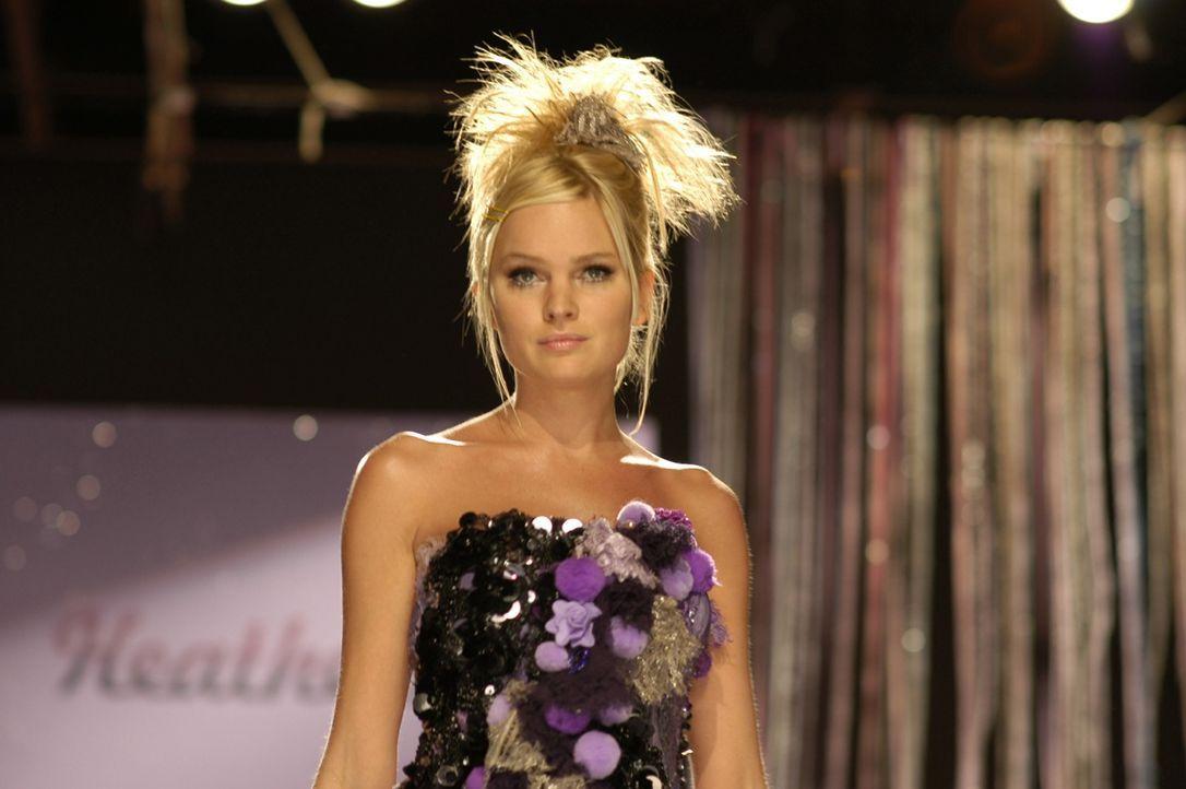 Das Supermodel Nikki Sinclair (Sunny Mabrey) könnte einem sterbenden Jungen den letzten Wunsch erfüllen. Wird sie sich auf ein Wochenende mit ihm ei... - Bildquelle: RRS Entertainment GmbH